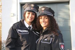 Komiser Derya Yıldırım- Kış (solda) ve Polis Akademisi 5. sınıf öğrencisi Safiye Çelik